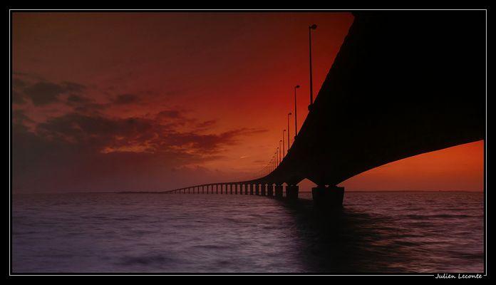 Coucher de soleil sur le pont de Ré