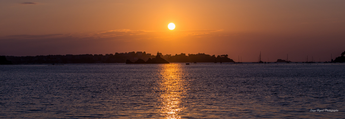 Coucher de soleil sur le Rocher de Bizeux à Dinard