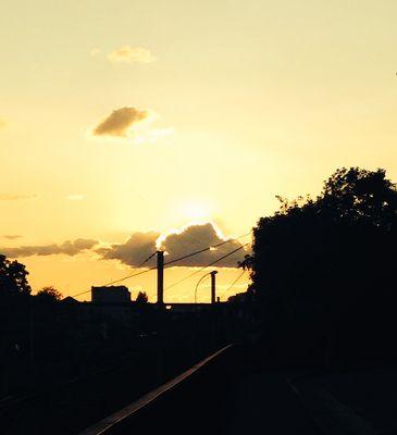 Coucher de soleil sur les voies ferrées