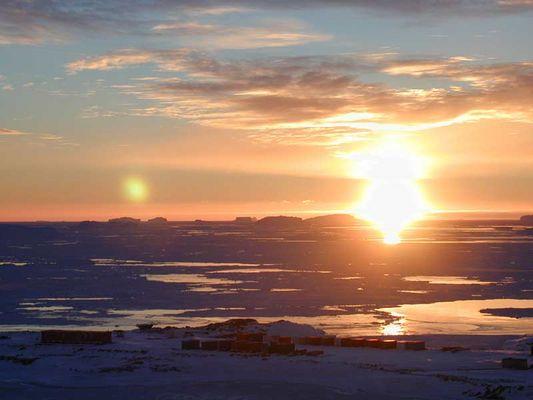 coucher de soleil sur l'ocean antarctique