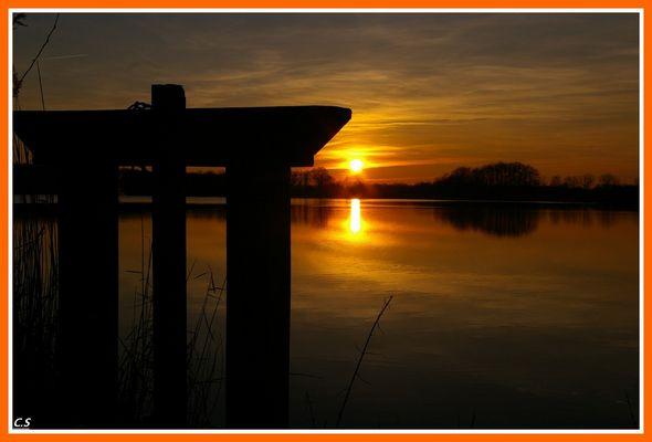 coucher de soleil sur un des nombreux étangs de la brenne