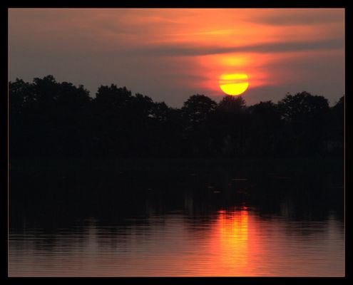 Coucher de Soleil sur un lac de Mazurie, Pologne