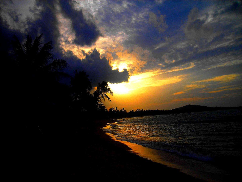 Coucher de soleil sur une plage de Koh Samui...