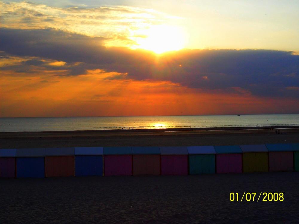 coucher de soleil sur une plage du nord