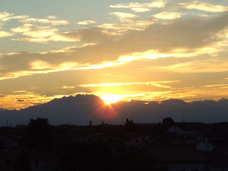 coucher de soleil vu de solaro pres de milan IT