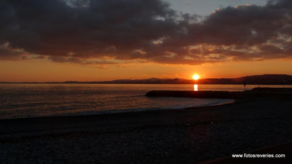 Coucher du soleil sur le Massif de l'Esterel vu de Cagnes sur Mer