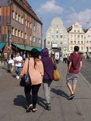 Couleurs d'hier et d'aujourd'hui à Augsbourg, avec la Maison des Tisserands sur la Moritzplatz