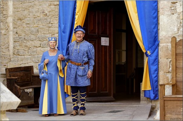 Couple en tenue médiévale