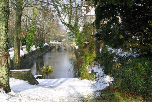 cours d'eau et neige