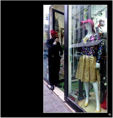 Courte pause du vendeur de vêtements vintage... # 23