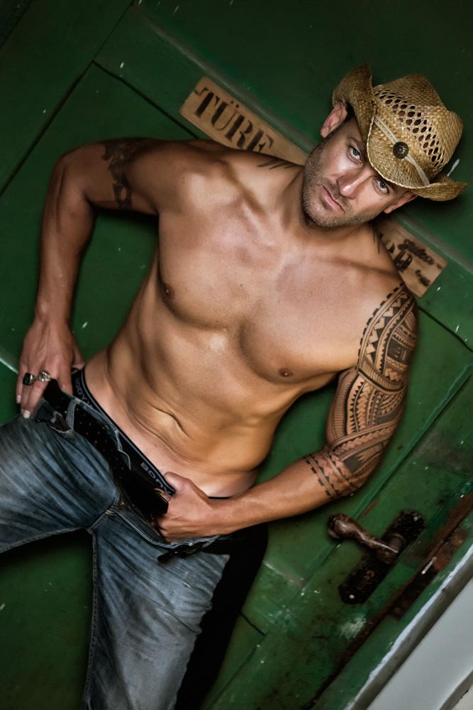 [Cowboys & Kisses]