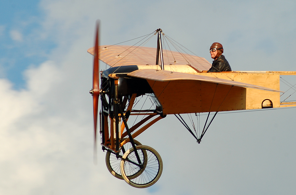 Cpt. Mikael Carlson in seiner Blériot XI
