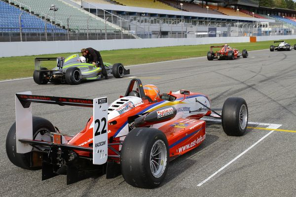 CR Racing Team mit A.S.T. Dallara Formel3 F300 Frank Debruyne