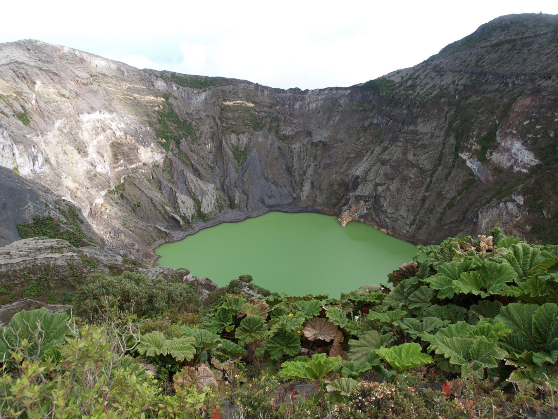 Crater Volcan Irazu.Cartago