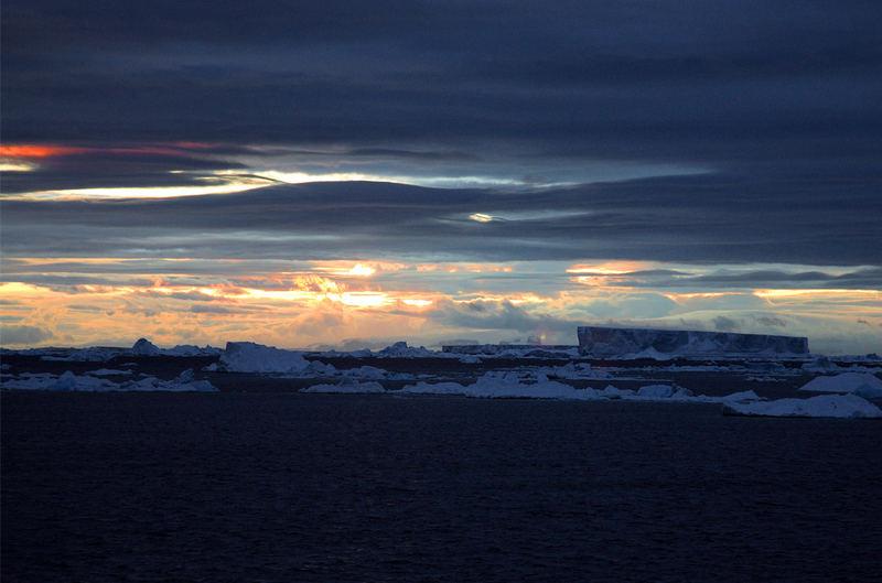 Crépuscule sur la mer de Weddell, pris depuis Le Diamant.