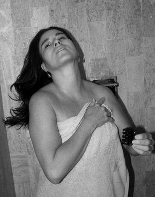 Cristina saliendo de la ducha