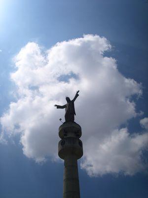 cristo esperando al cielo con los brazos abiertos
