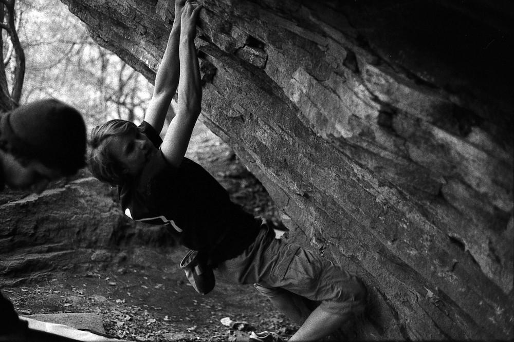 cristopher beim boulder in der schweiz