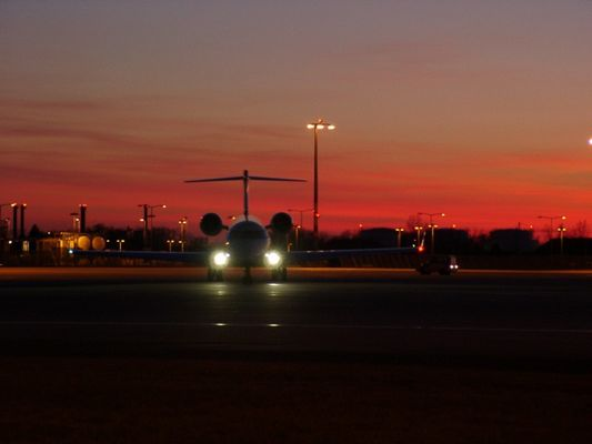 CRJ 700 im Sonnenuntergang