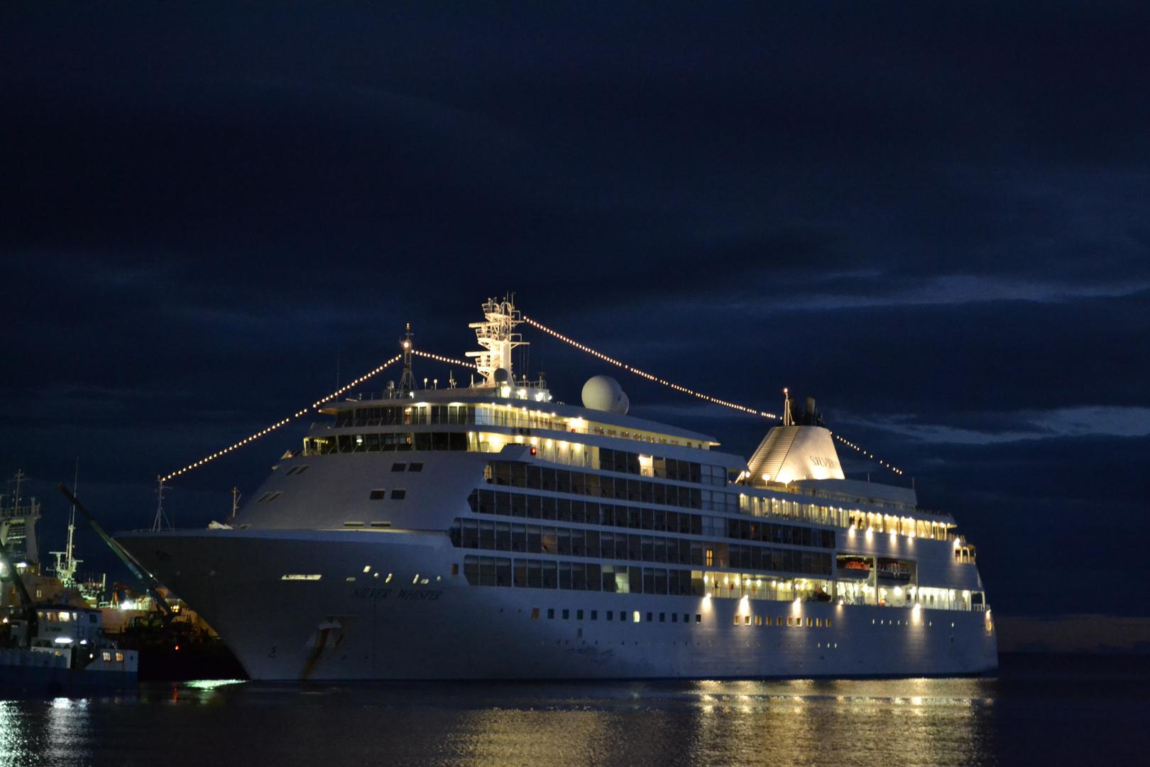 Crucero Silver Whisper atracado en muelle Arturo Prat Punta Arenas - Chile