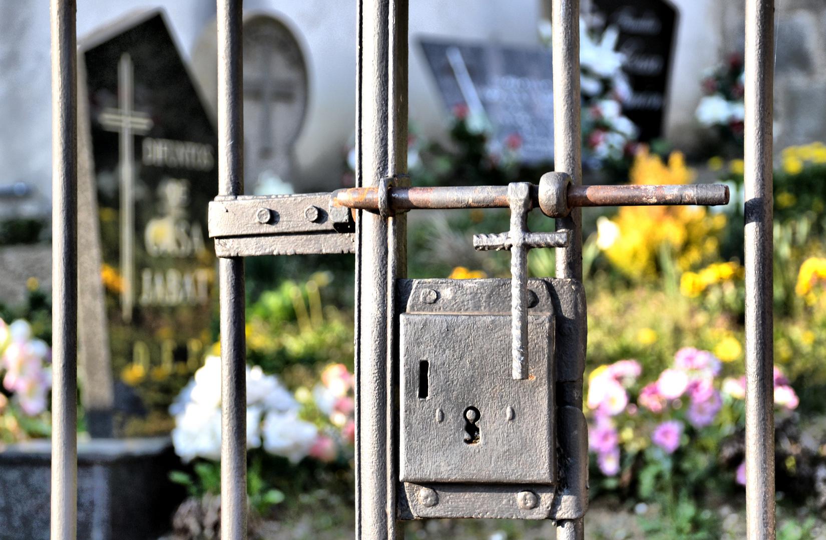 Cruces de cementerio