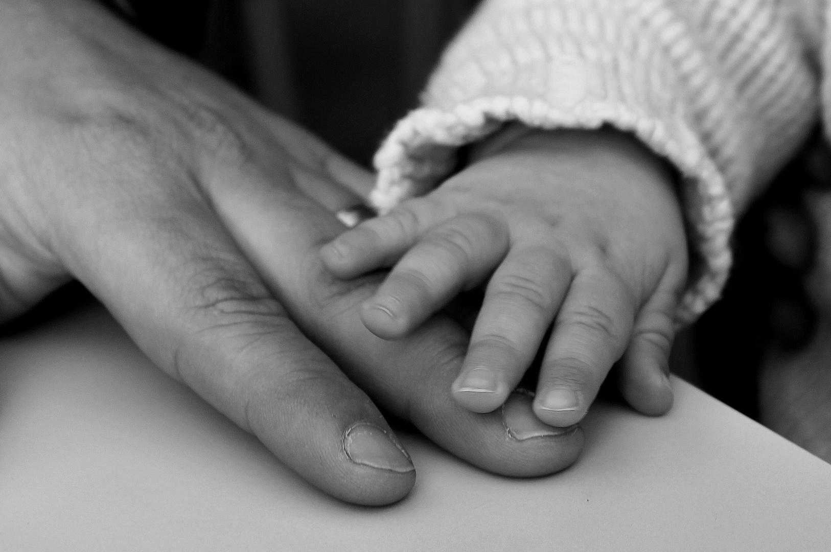cuando damos la mano dejamos de ser yo para ser nosotros