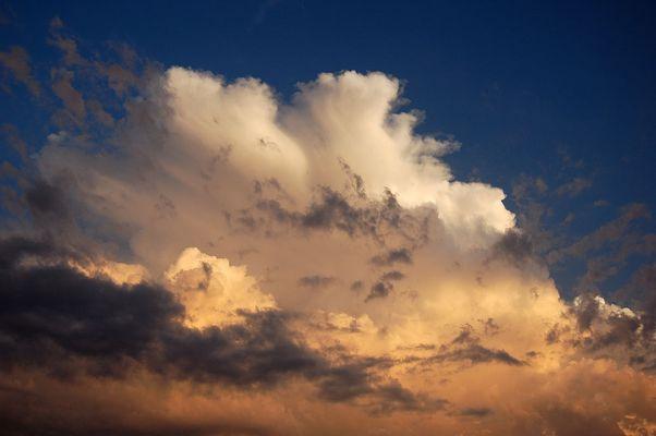 Cumulonimbus au soleil couchant