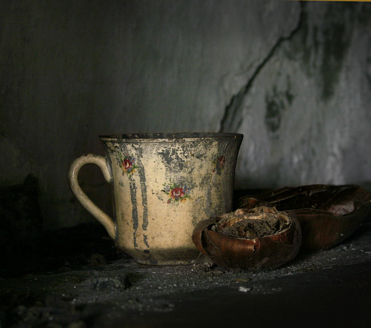 Cup and crack