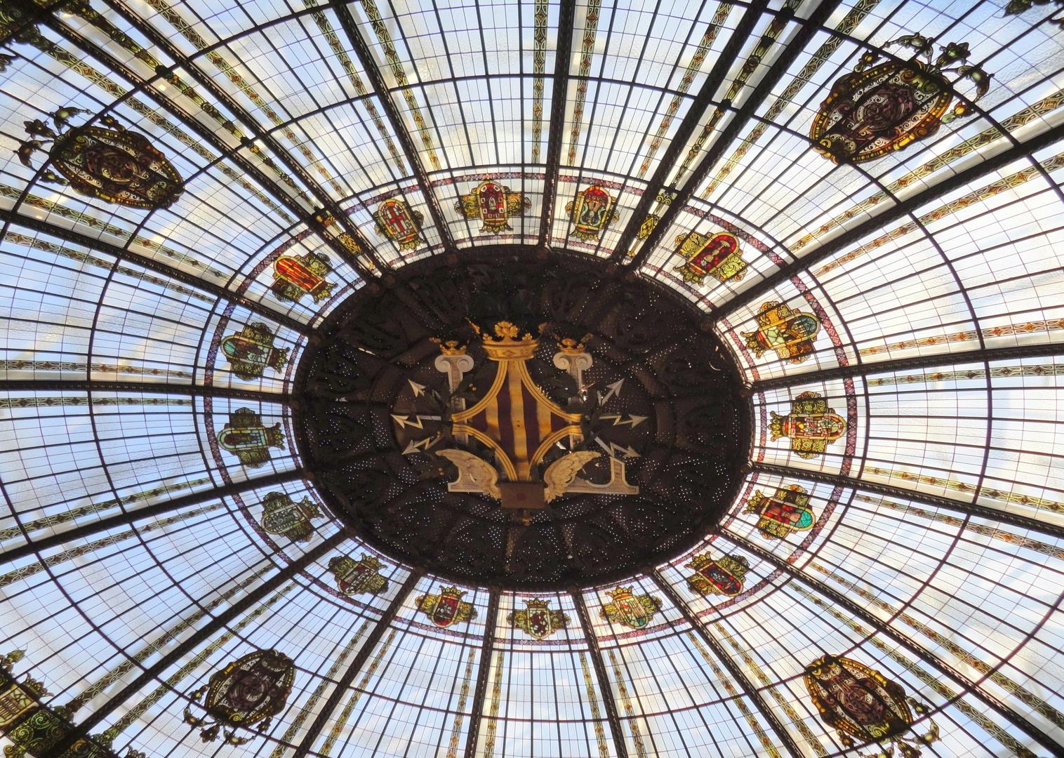 Cúpula vidriada edificio de Correos. Valencia. Detalle escudo Valencia.