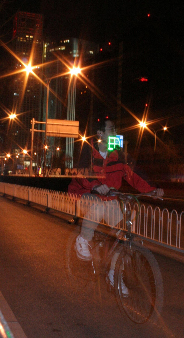Cyclotouriste de nuit a Beiijing