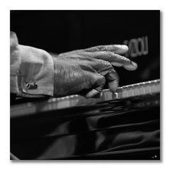 Cyrus Chestnut - pianofinger