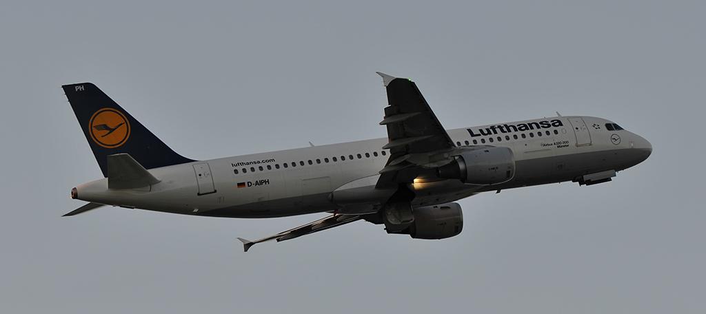 D-AIPH - Lufthansa - Airbus A320