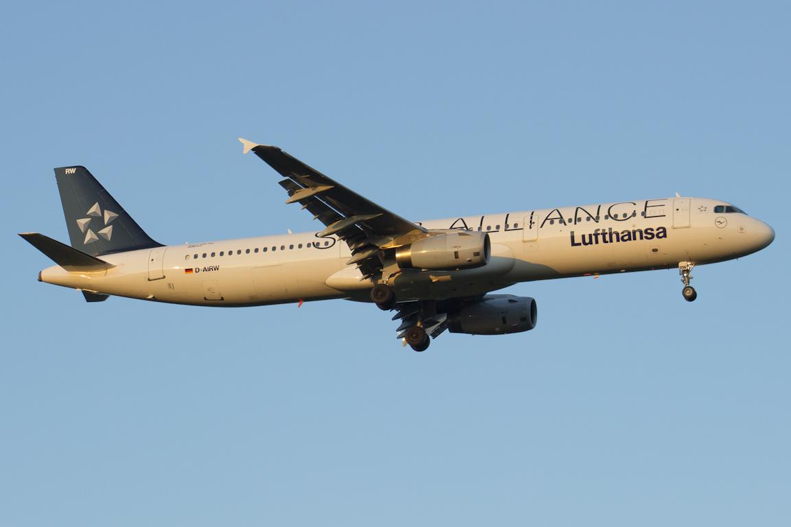 D-AIRW Lufthansa Airbus A321-131 Star Alliance c/s