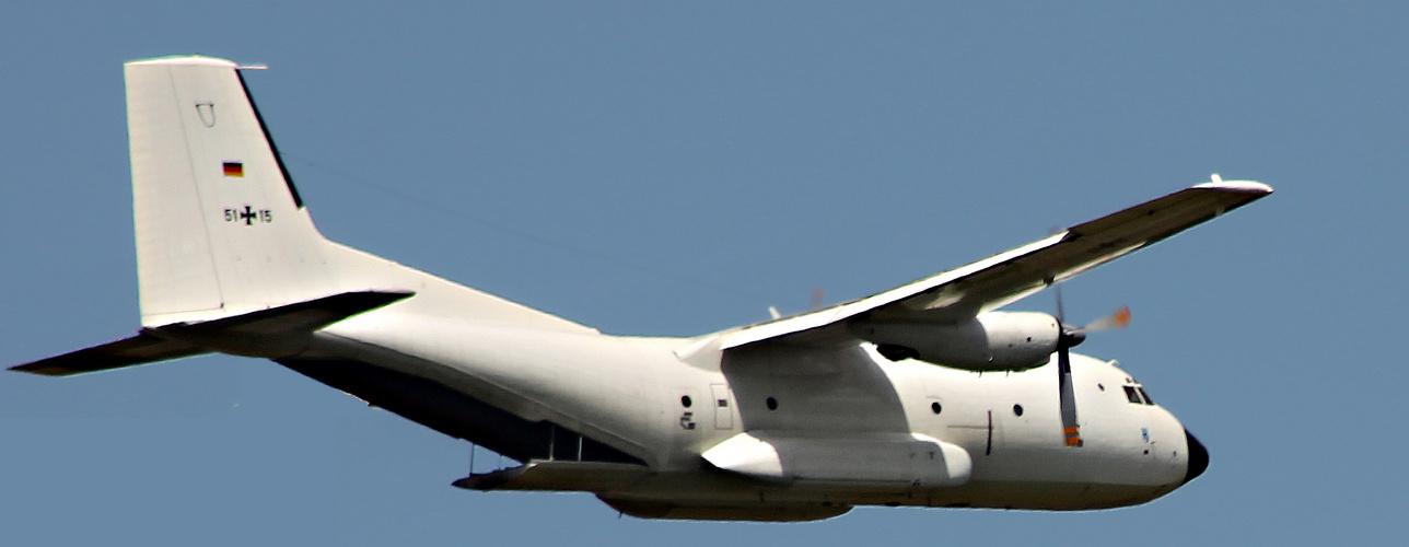 da fliegt einfach so ne C-160 an meinem Fenster vorbei