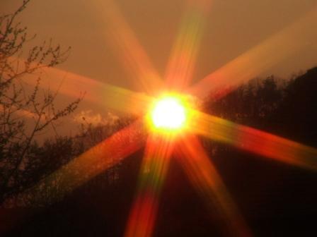 Da lehnt sich die Sonne an den Rabenwald