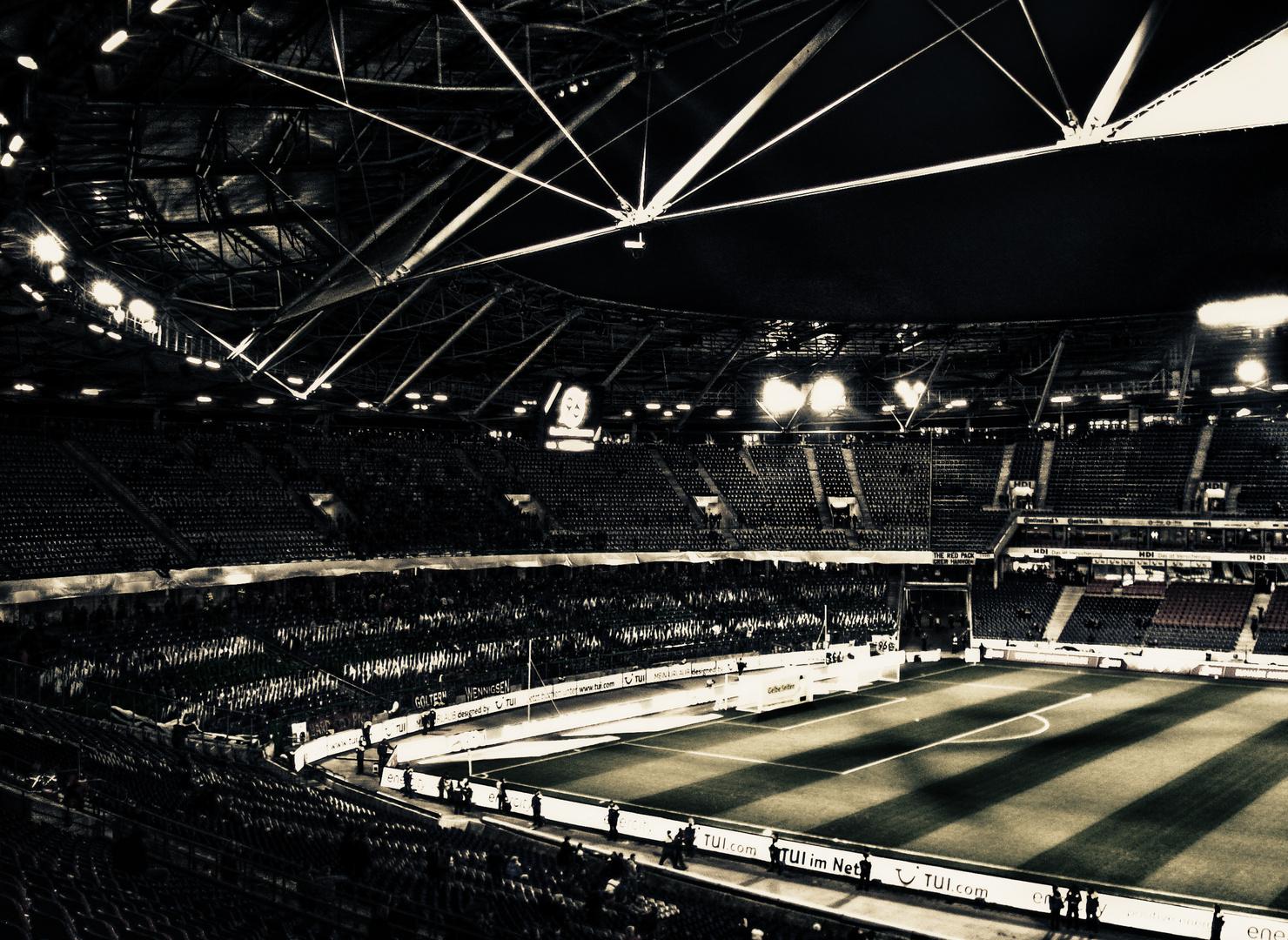 da war das stadion noch leer und ruhig ..