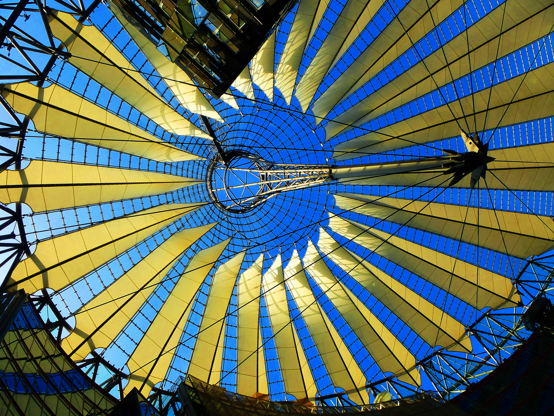 Dach des Sony-Centers am Potsdamer Platz in Berlin