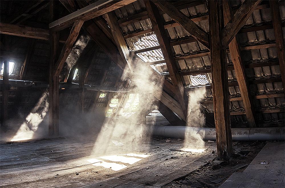 dachboden foto bild architektur lost places marodes bilder auf fotocommunity. Black Bedroom Furniture Sets. Home Design Ideas