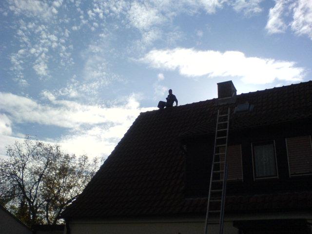 Dachdecker im schein der Sonne
