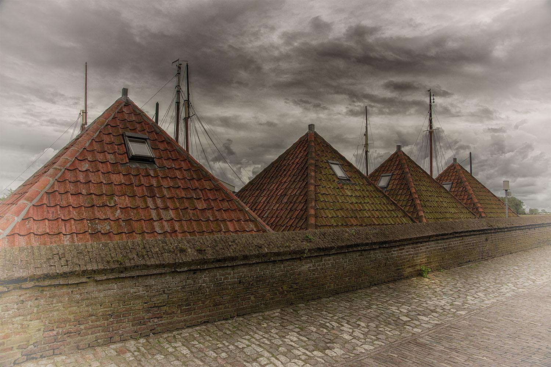 Dächer in Ziericksee am Hafen