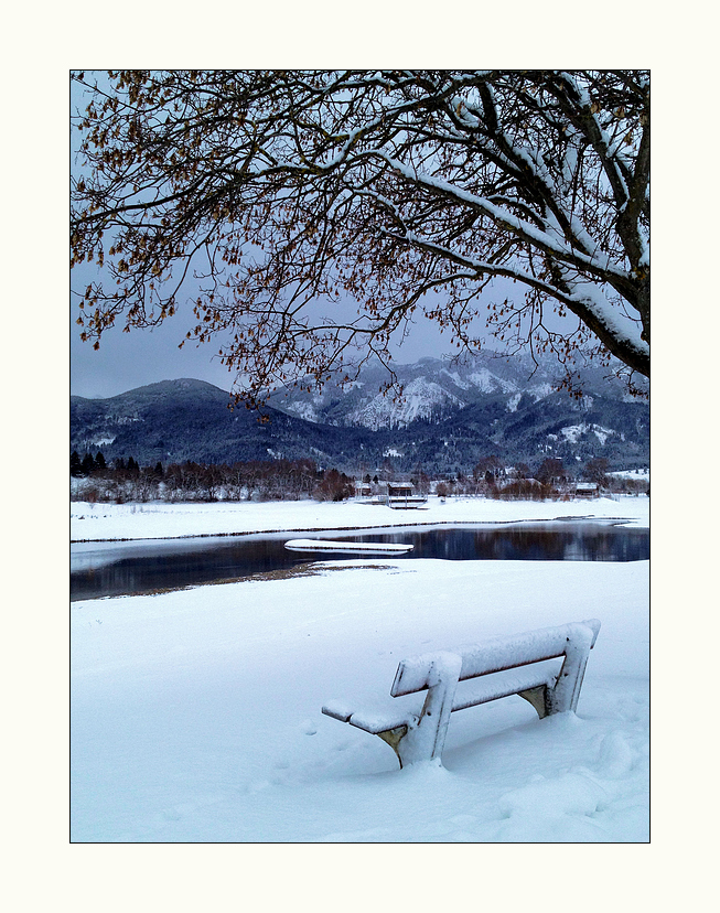 Dämmernde Stille am kalten See...