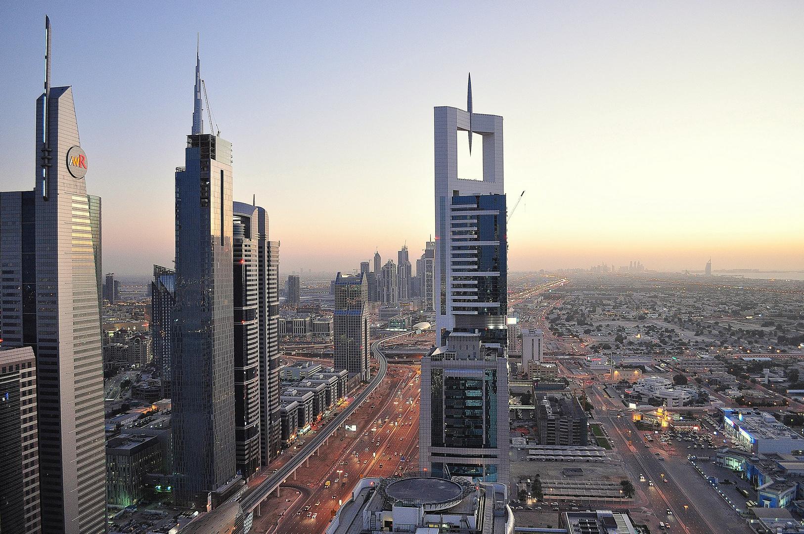 Daemmerung Sheikh Zayed Road