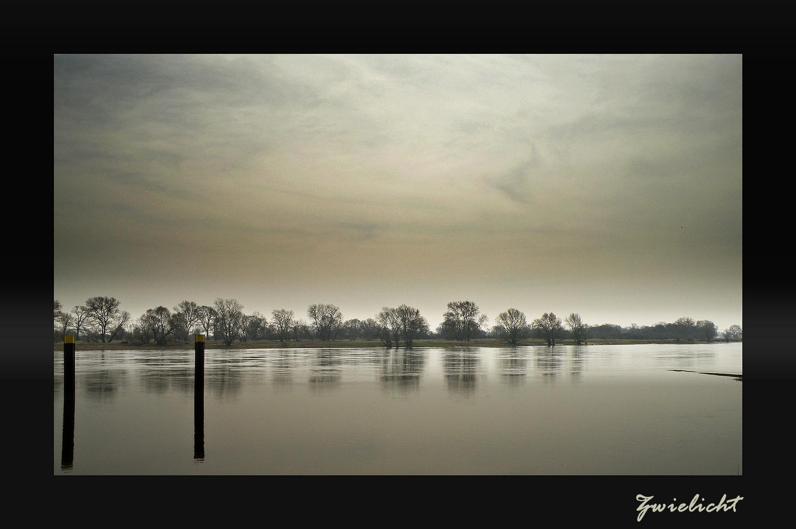 Dämmerung über der Elbe