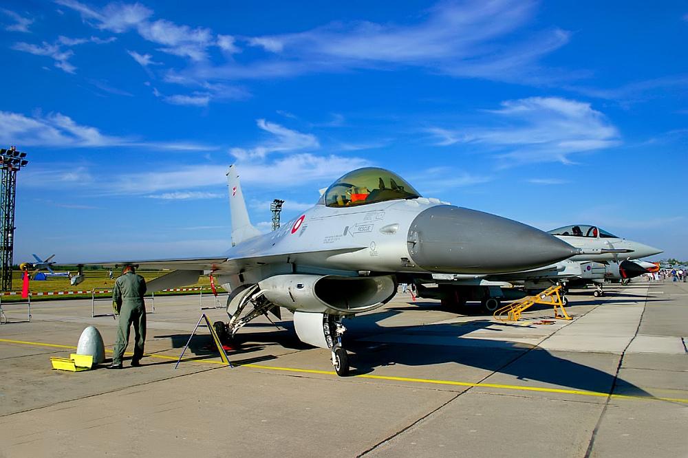 Dänische F-16 im Static-Display