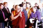 Dalai Lama, gefolgt von Petra Kelly, dahinter Gerd Bastian
