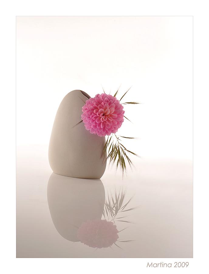 Dalia con florero