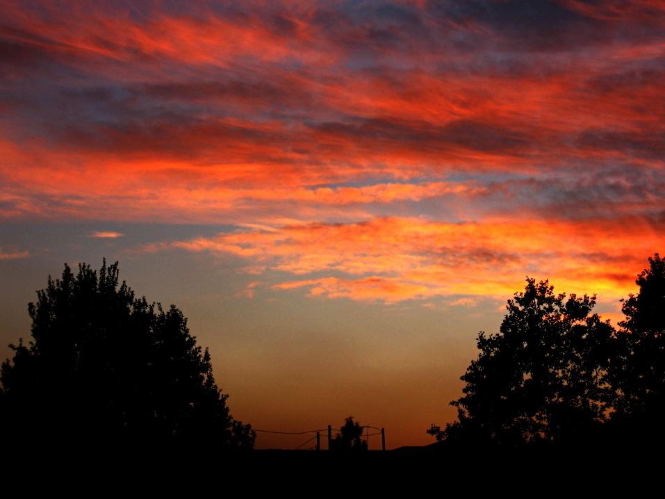 Dalla finestra di casa mia...... questo magico tramonto......