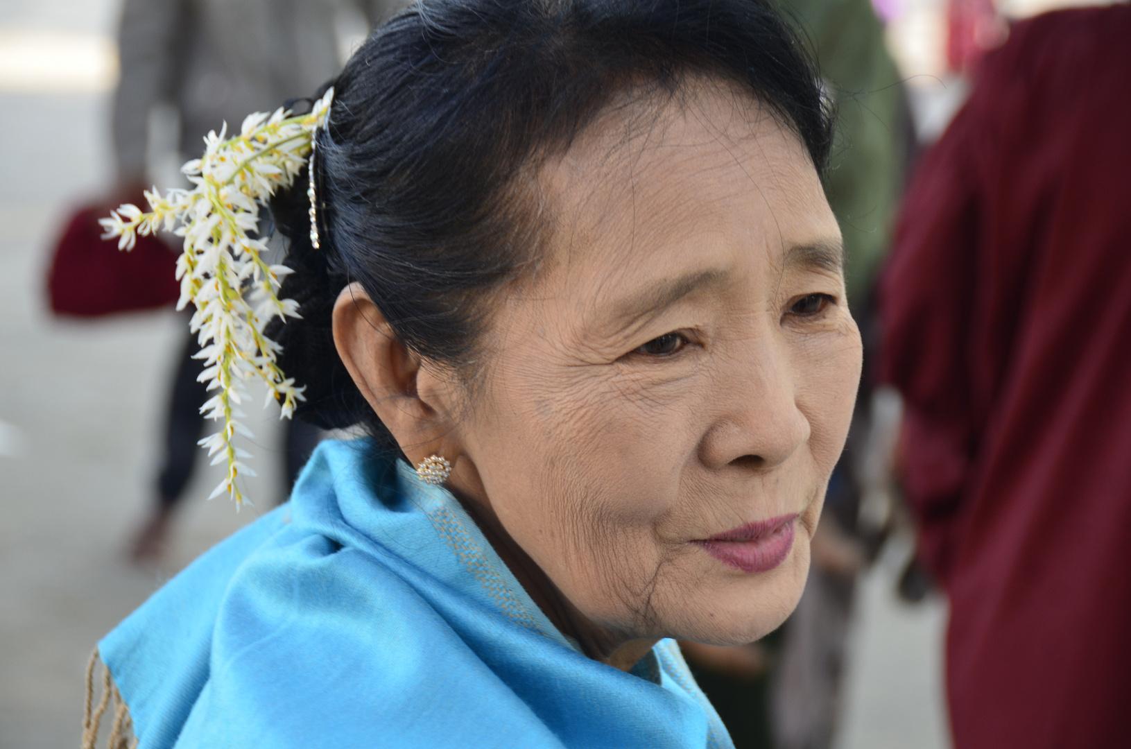 Dame aus Myanmar