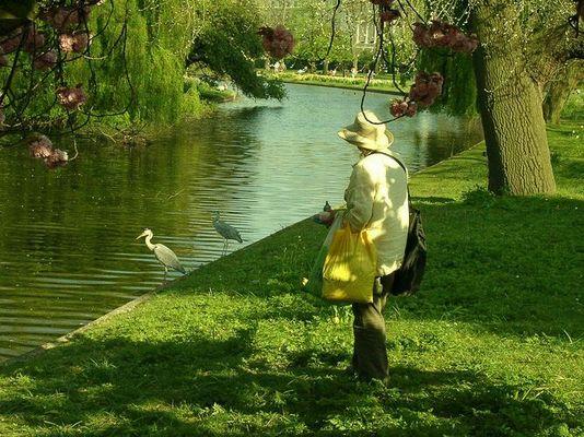 Dame im Regent's Park, London
