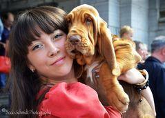 Dame mit jungem Bluthund ...